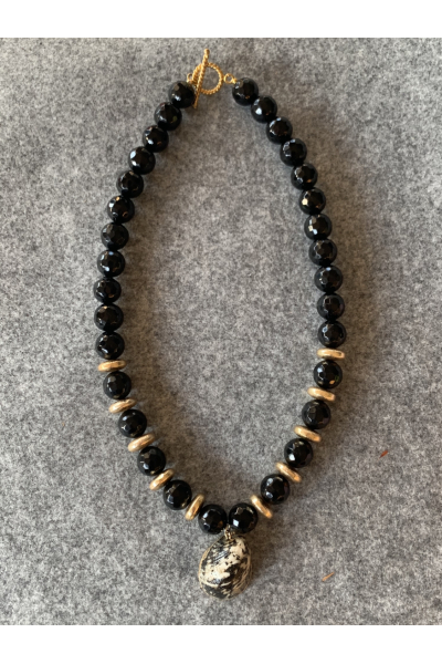 ONIX SHELL NECKLACE ONIX SHELL NECKLACE