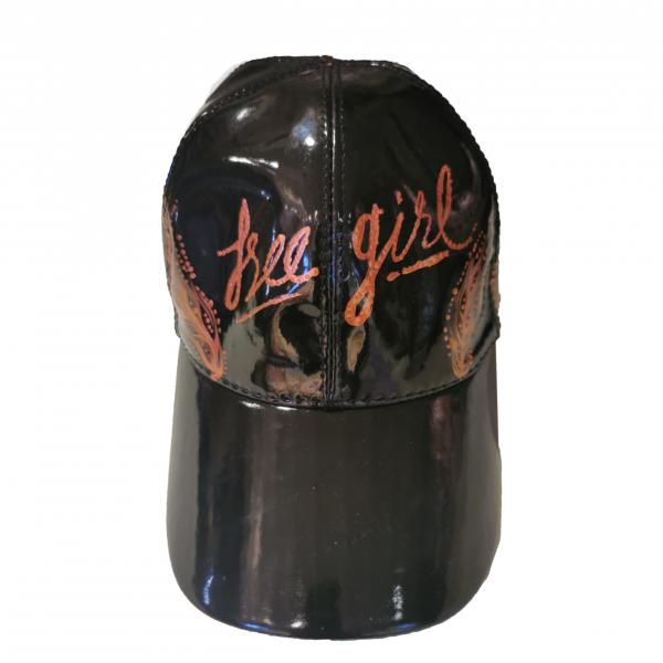 El Boyaması Bronz Altın Yazılı Siyah Rugan Şapka El Boyaması Bronz Altın Yazılı Siyah Rugan Şapka