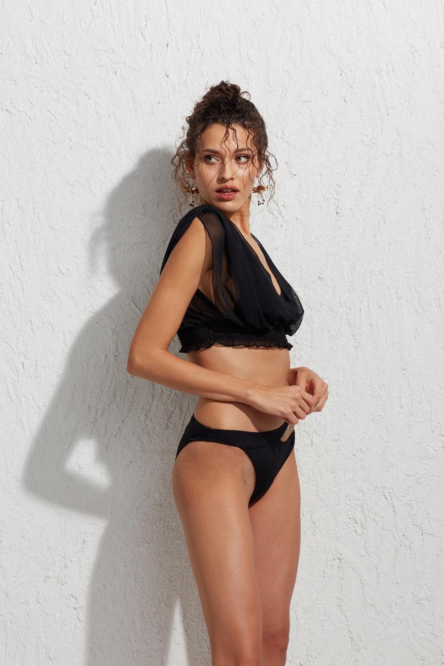 Bodrum Tüllü Üçgen Bikini Üstü LM19103 Siyah