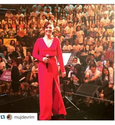Yırtmaç Detaylı Krep Elbise