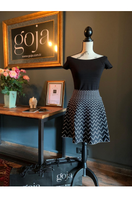 V Pattern Skirt Black