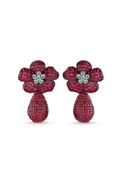 Kırmızı Taşlı Çiçek Motifli Sallantılı Siyah Küpe Kırmızı Taşlı Çiçek Motifli Sallantılı Siyah Küpe