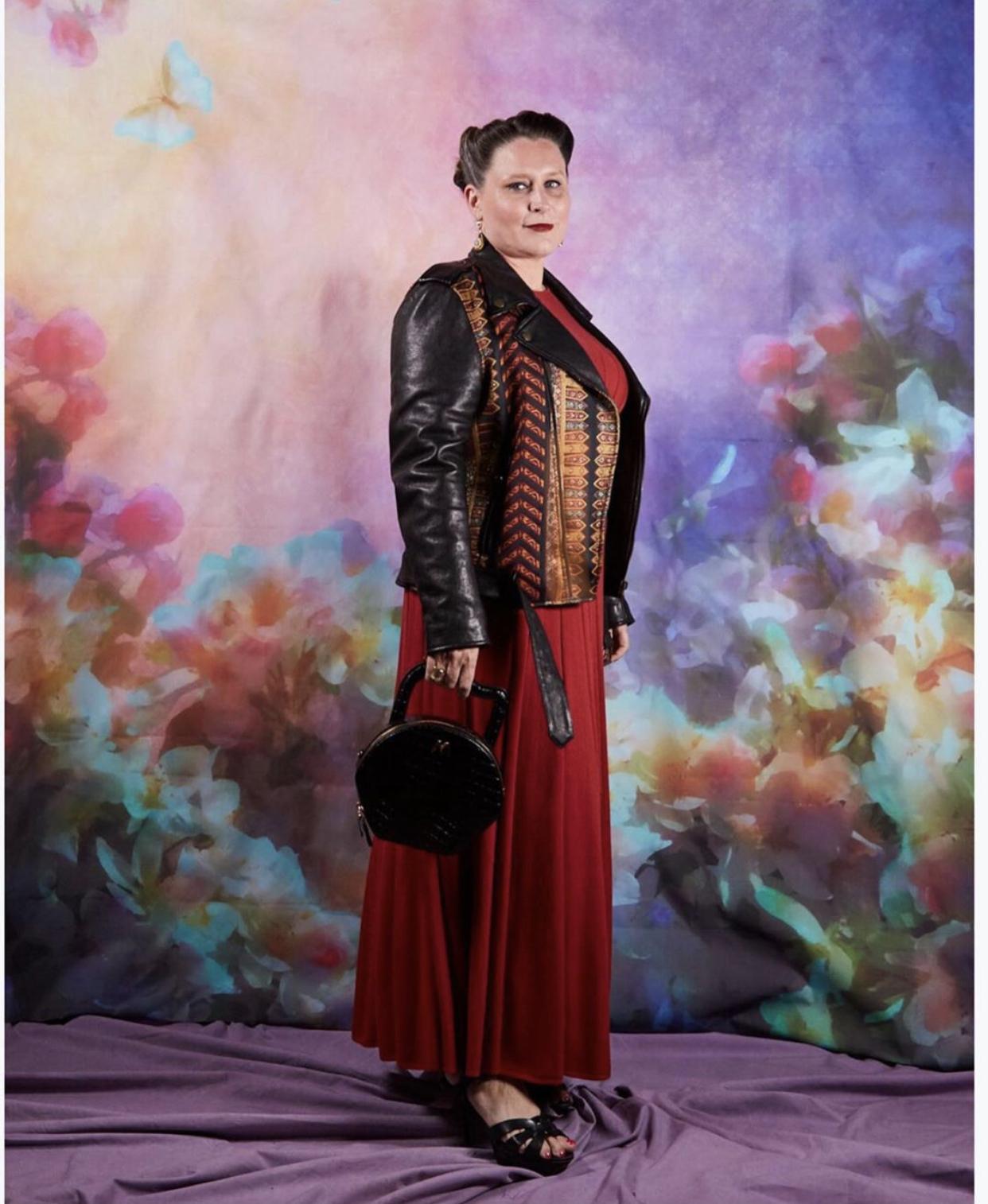 Jessica Michault, MEV'S Atelier tasarımı Nora deri çantası ile Paris'te gerçekleşen BOF500 Gala gecesinde.