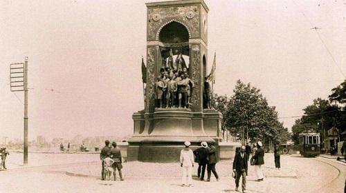 Taksim Cumhuriyet Anıtı